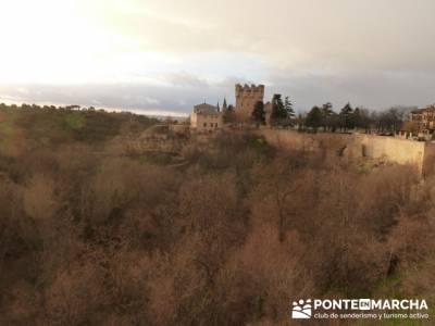 Destilería DYC y Ciudad de Segovia; nivel bajo senderismo; eventos madrid